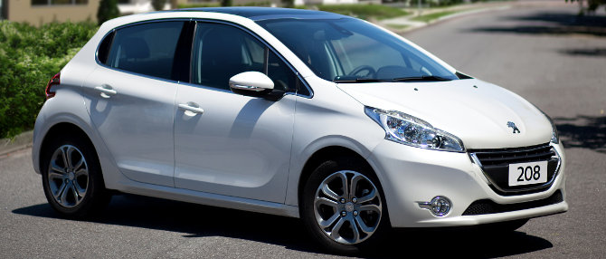 Peugeot-208-Griffe-automatico-2014-Brasil