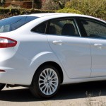 Ford-New-Fiesta-Sedan-2014-SE-Titanium-Brasil-lateral-traseira