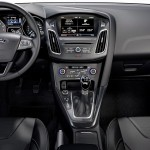 Ford-Focus-2015-hatch-interior-painel