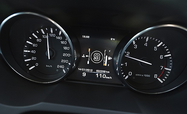 Land-Rover-Range-Rover-Evoque-9-speed_painel