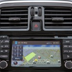 Nissan-New-March-SL-2015-Brasil-painel-GPS