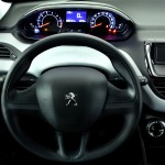 Peugeot-208-Active-2015-Brasil-painel-manual