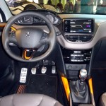 Peugeot-2008-crossover-suv-interior-painel