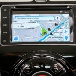 Nissan-March-SL-Colors-Multi-App-central-multimidia-GPS-2016