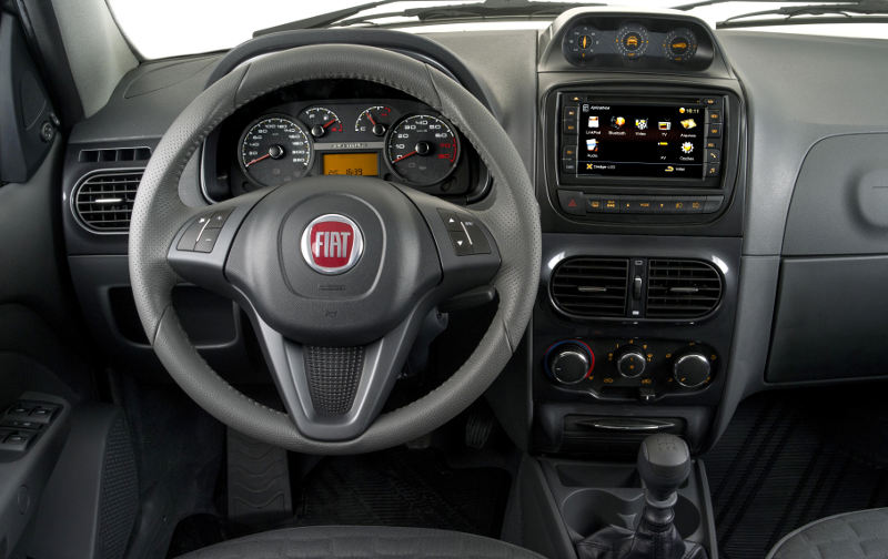 Fiat-Weekend-Adventure-Extreme-central-multimidia