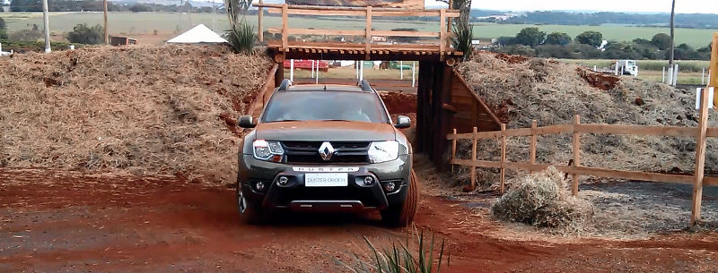 Renault-Duster-Oroch-off-road-picape