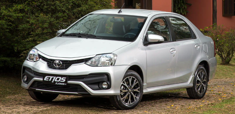 Dianteira do Toyota Etios Sedan Platinum 2017