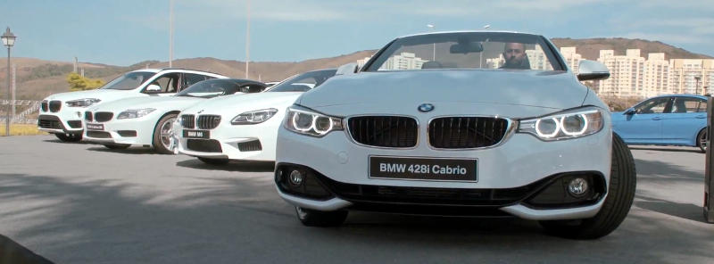 BMW Ultimate Experience carros estaticos brancos