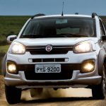 Foto do Fiat Uno Way 2017 no off-road