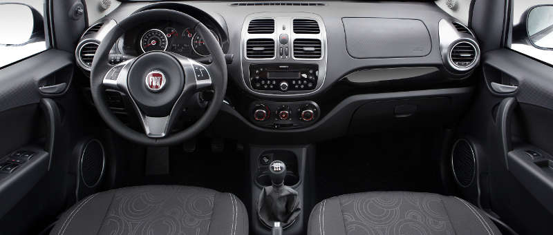 Foto do painel do Fiat Grand Siena Attractive 1.0
