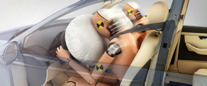 Airbags durante um crash test