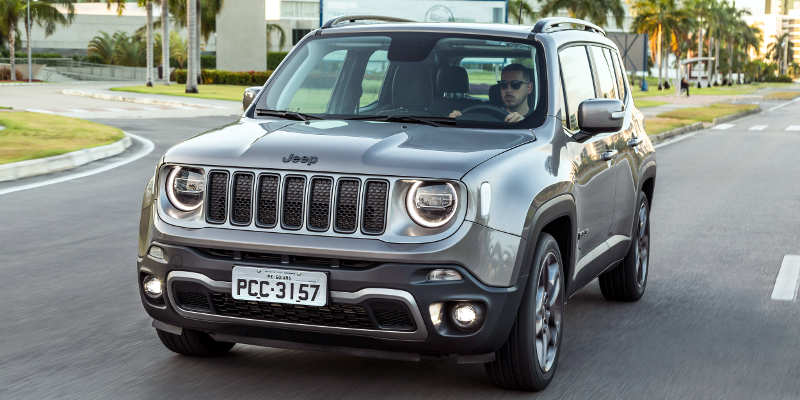 Jeep Renegade Limited 2019 em movimento