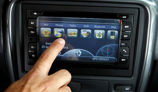 Renault+Duster+2013+acessorio-GPS-navegador-painel-touchscreen