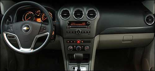 Chevrolet-Captiva-2009-2010-SUV-General-Motors-interior-painel