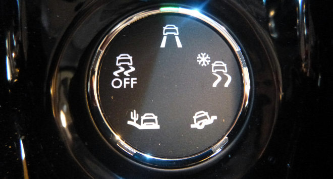 Peugeot-2008-crossover-suv-interior-painel-GRIP-Control