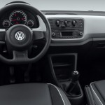 Volkswagen-up-take-move-2-portas-Brasil-2015-painel