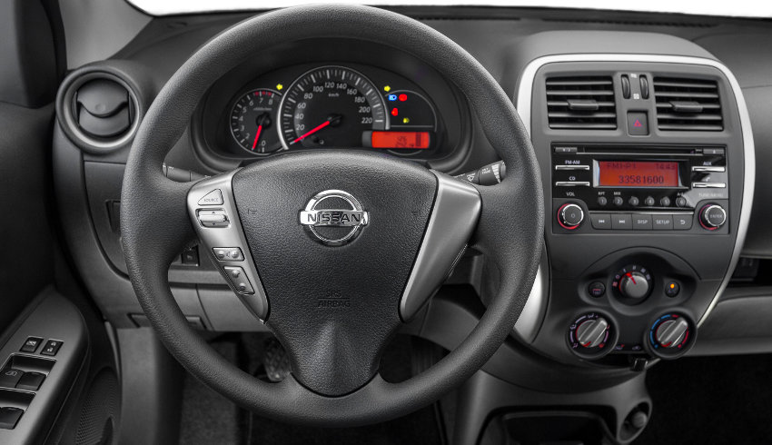Nissan-New-March-SV-2015-Brasil-painel