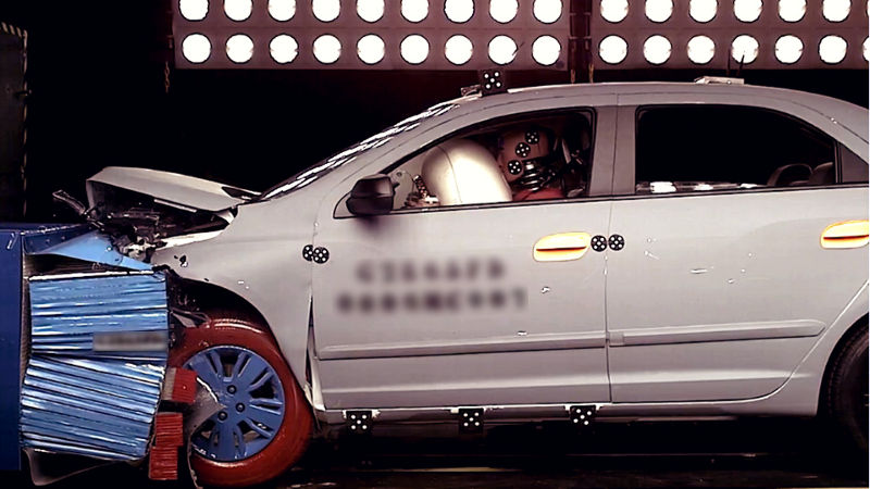 GM-Cruz-Alta-dummies-crash-test-carro-car