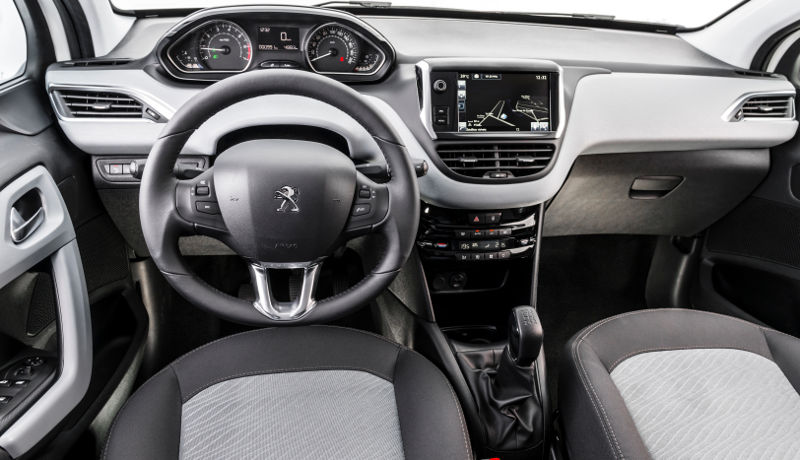 Peugeot-208-Active-Pack-2016-painel