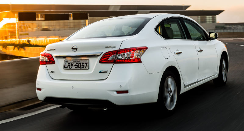 Nissan-Sentra-Unique-CVT-2016