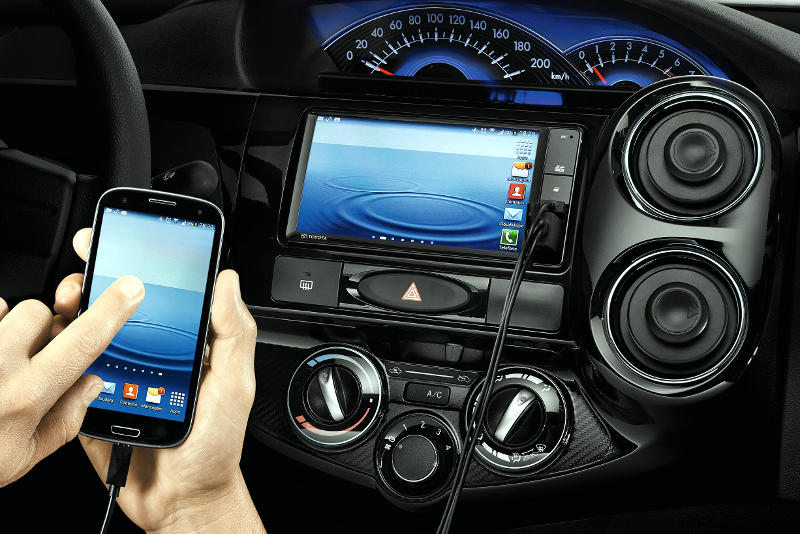 Toyota-Etios-Sedan-multimidia-smartphone-audio-hdmi-2016