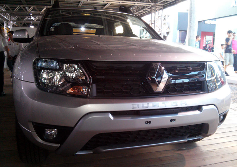 Renault-Duster-Oroch-1.6-dianteira