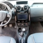 Renault-Duster-Oroch-2.0-2016-painel-multimidia-GPS-cambio-manual-6-marchas