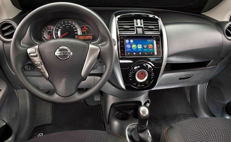 Nissan-March-SL-Rio-2016-painel-central-multimidia