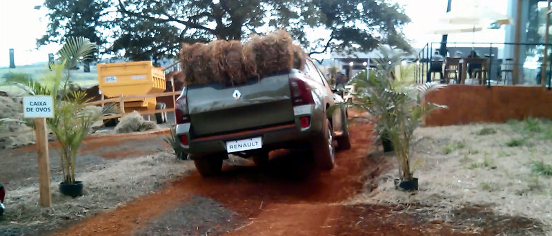 Renault-Duster-Oroch-off-road